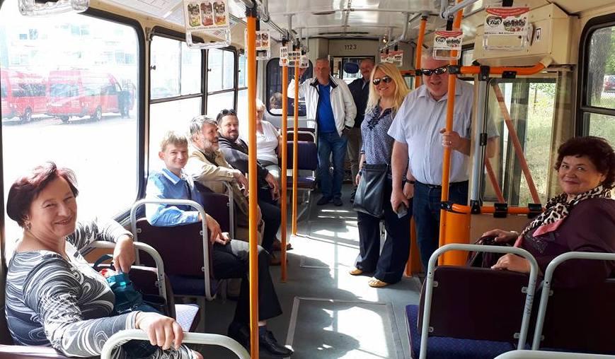 airiai autobuse